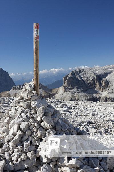 Steinsäule  Sass Pordoi  Dolomiten  Italien  Europa