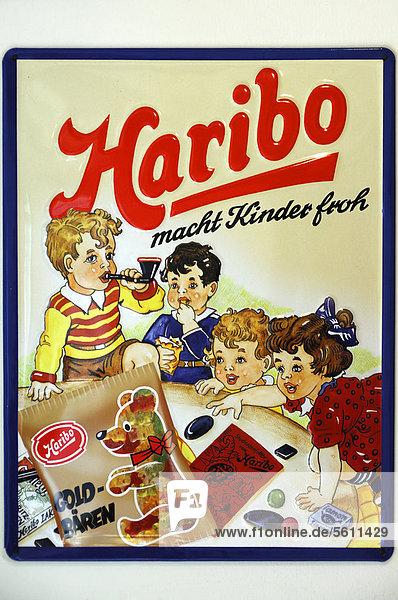 Historisches Haribo-Blechschild aus den 1950er Jahren  Egloffstein  Oberfranken  Bayern  Deutschland  Europa Historisches Haribo-Blechschild aus den 1950er Jahren, Egloffstein, Oberfranken, Bayern, Deutschland, Europa