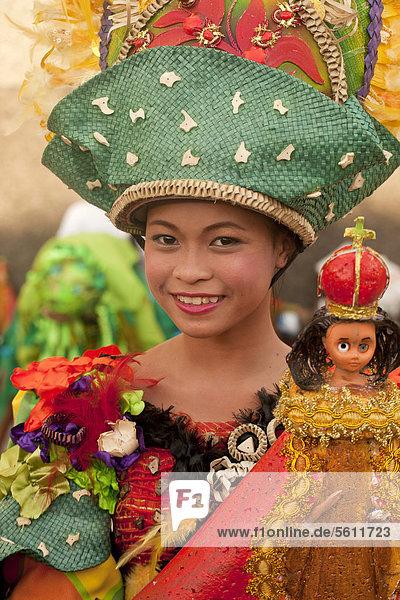 Tänzerin beim Pasinaya 2012 Folklore Festival im Cultural Center of the Philippines  Manila  Philippinen  Asien