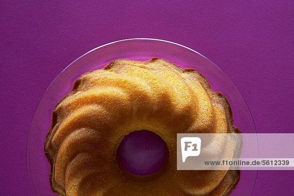 Napfkuchen auf Glasteller Napfkuchen auf Glasteller