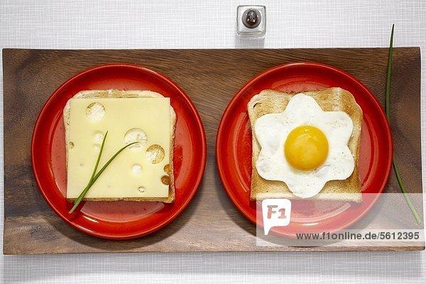 Toasts mit Käse und Spiegelei Toasts mit Käse und Spiegelei