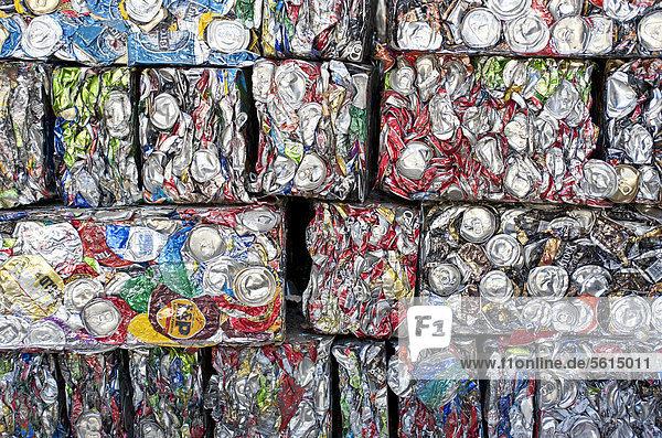 Gepresste Getränkedosen  Recycling Gepresste Getränkedosen, Recycling