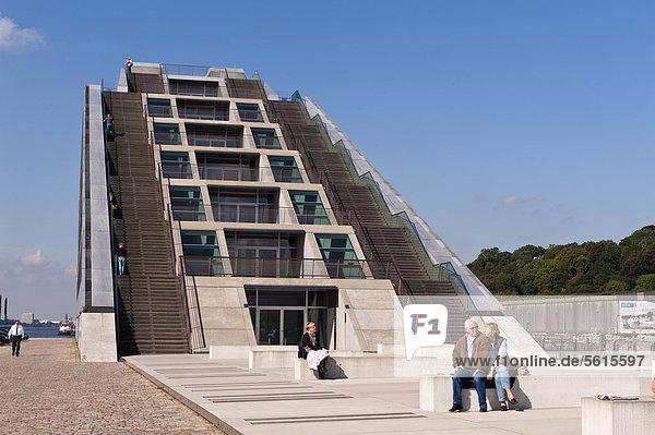 Bürogebäude Dockland  erbaut 2005 von Hadi Teherani  Altona  Hamburg  Deutschland  Europa