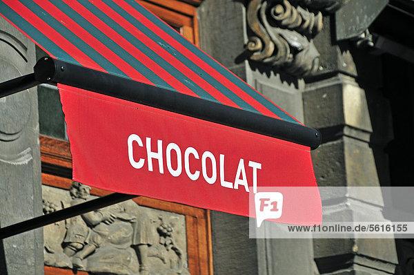 Markise mit Schriftzug Chocolat  Konditorei  Grote Markt  Grand Place  Brüssel  Belgien  Europa  ÖffentlicherGrund