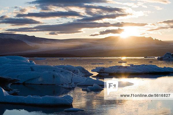 Sonnenuntergang über der Jokulsarlon Gletscherlagune  Island