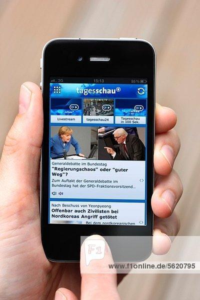 Iphone  Smartphone  App der ARD Tagesschau auf dem Display