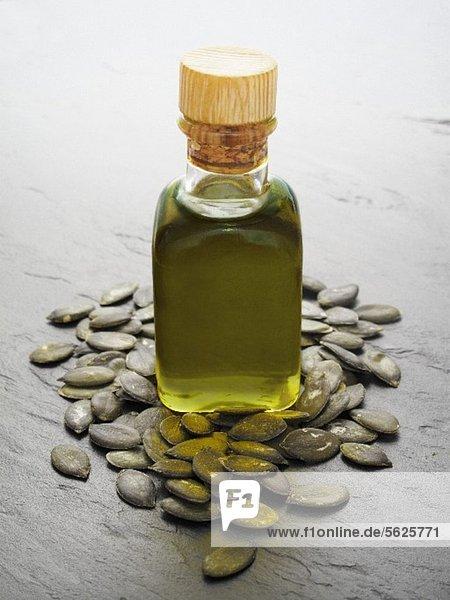 Kürbiskernöl und Kürbiskerne Kürbiskernöl und Kürbiskerne
