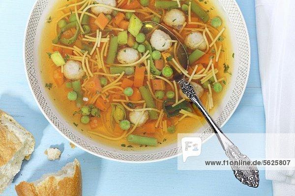 Gemüsesuppe im Teller