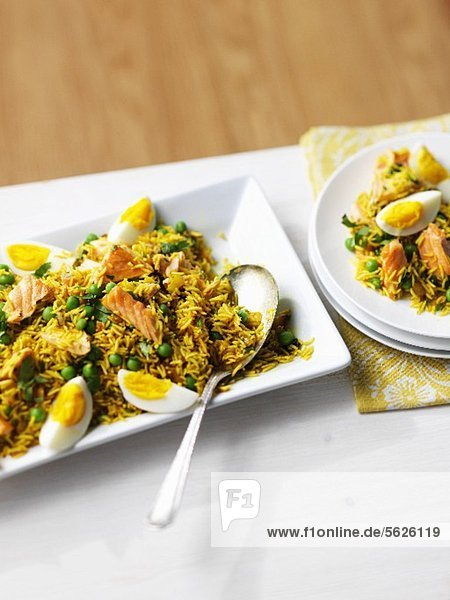 Rice with salmon  egg and peas