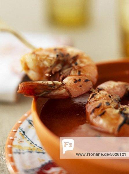 Gazpacho mit Shrimps (Close Up)