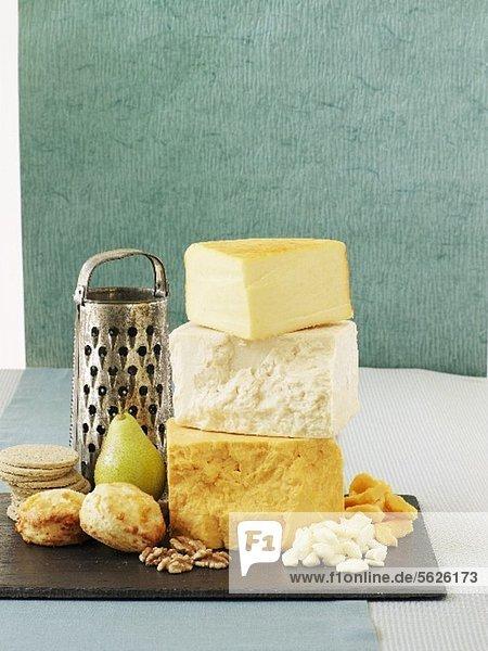 Cheddar  Walnüsse  Birne  Scones und Cracker