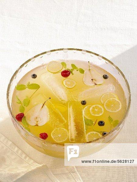 Twenty-Ten Punch: Bowle mit Whiskey  Sherry & Prosecco Twenty-Ten Punch: Bowle mit Whiskey, Sherry & Prosecco