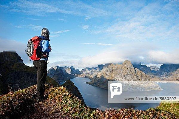 Berg  Fröhlichkeit  über  Norwegen  wandern  Ansicht  Fjord