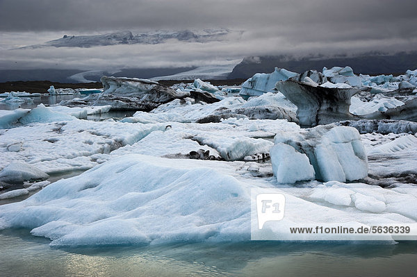 Blue and black ash-coloured icebergs  glacier lagoon of Joekuls·rlÛn  Vatnajokull Glacier  Austurland  East Iceland  Iceland  Europe