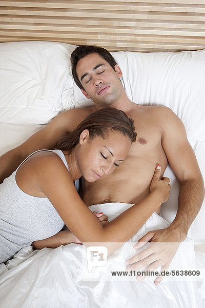 Zusammenhalt  Bett  schlafen