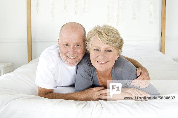liegend  liegen  liegt  liegendes  liegender  liegende  daliegen  lächeln  Bett  alt
