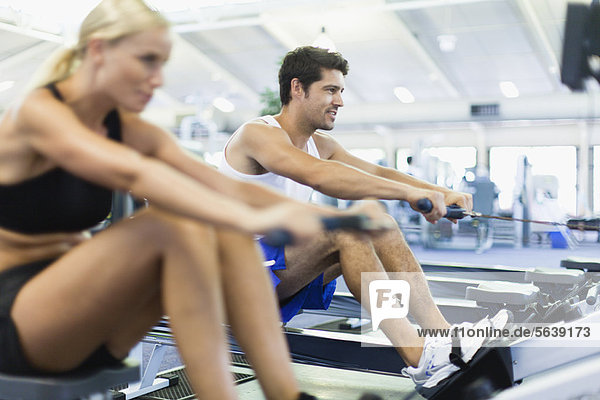 benutzen  Fitness-Studio  Faxgerät  Rudern