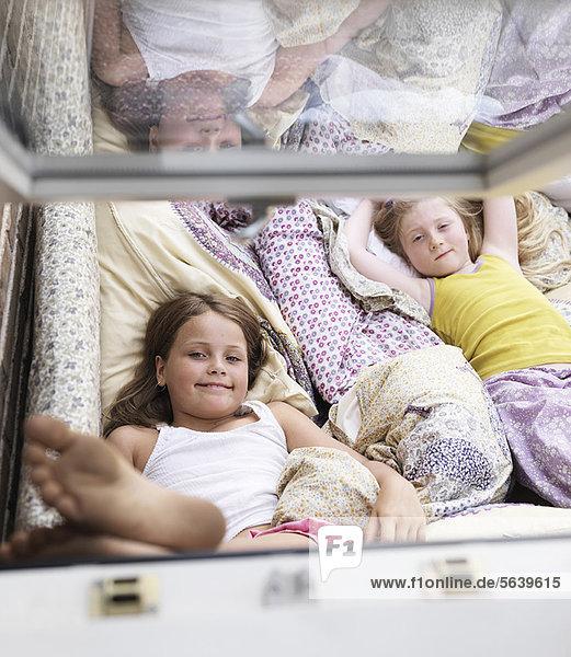 Innenaufnahme  Entspannung  Couch  Mädchen