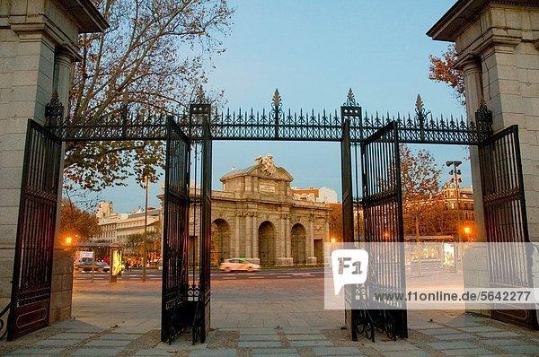 Madrid  Hauptstadt  Morgendämmerung  Eingang  Puerta de Alcala  Spanien