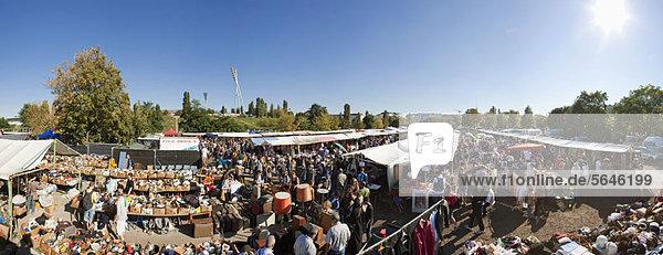 Mauerpark Flohmarkt im Prenzlauer Berg  Berlin Mauerpark Flohmarkt im Prenzlauer Berg, Berlin
