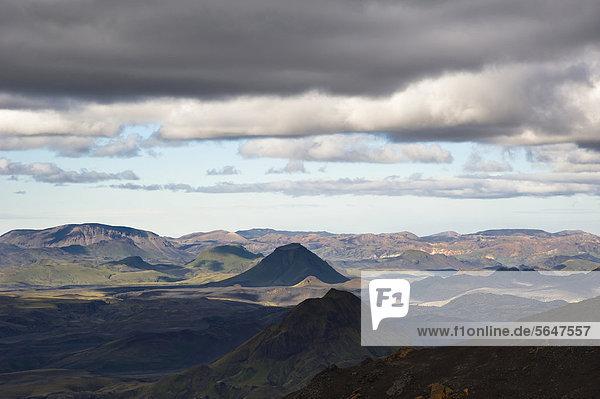 Blick aufs Tal _Ûrsmörk  Thorsmörk  und Landmannalaugar  Wanderweg zur Hochebene Fimmvör_uh·ls  Fimmvörduhals  Su_urland  Sudurland  Süd-Island  Island  Europa