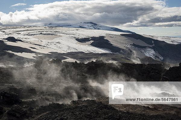 Dampfendes Lavafeld Go_ahraun  Godahraun  Solfataren auf dem Vulkan Fimmvör_uh·ls  Wanderweg zur Hochebene Fimmvörduhals  Su_urland  Sudurland  Süd-Island  Island  Europa