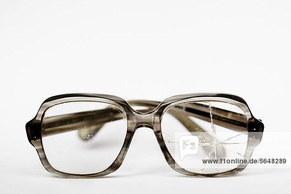 Alte zerbrochene Brille
