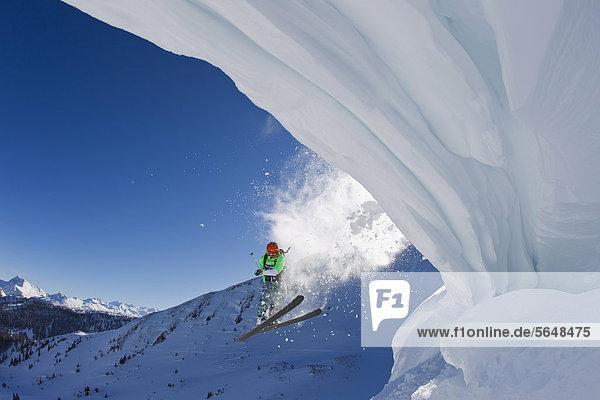Österreich  Tirol  Kitzbühel  Mid adult man skiing