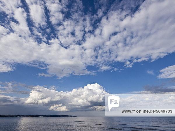 Norddeutschland  Blick auf die Insel Rügen mit Ostsee