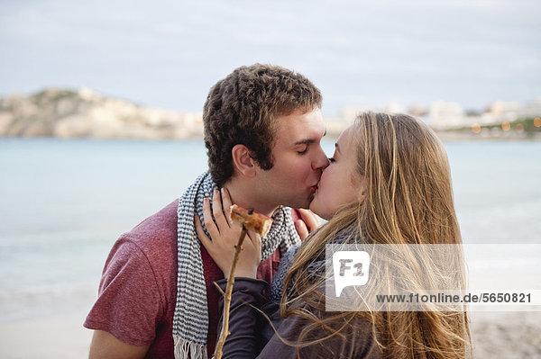 Spanien  Mallorca  Paarküsse am Strand