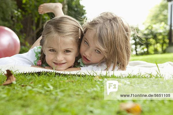 Mädchen im Garten  Portrait