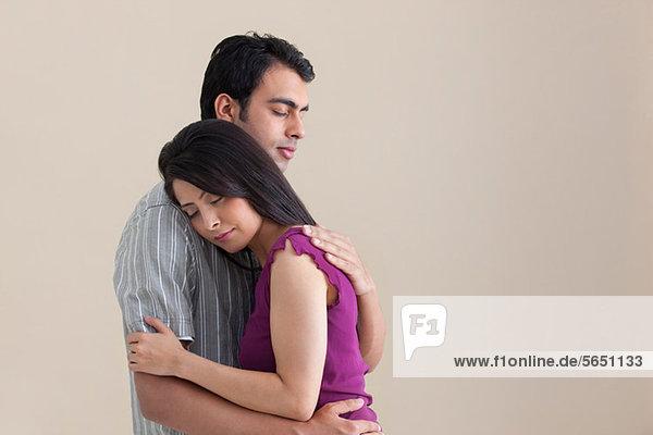 Umarmung des Ehepaares