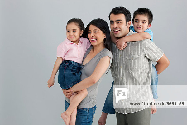 Familie genießt