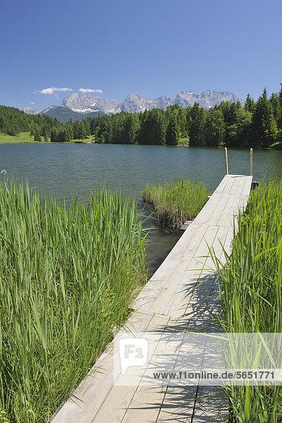 Deutschland  Bayern  Oberbayern  Blick vom Geroldsee auf das Karwendelgebirge Deutschland, Bayern, Oberbayern, Blick vom Geroldsee auf das Karwendelgebirge