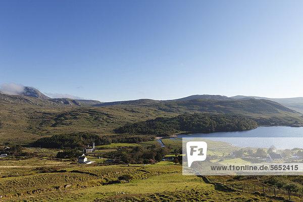 Irland  Grafschaft Donegal  Blick auf Dunlewey Lough und Derryveagh Mountains
