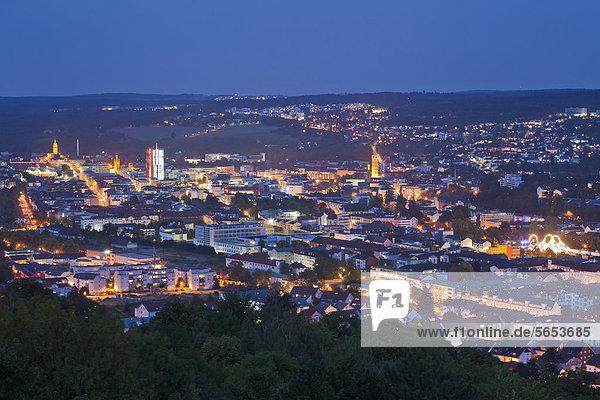 Deutschland  Baden Württemberg  Stadtansicht in der Abenddämmerung Deutschland, Baden Württemberg, Stadtansicht in der Abenddämmerung
