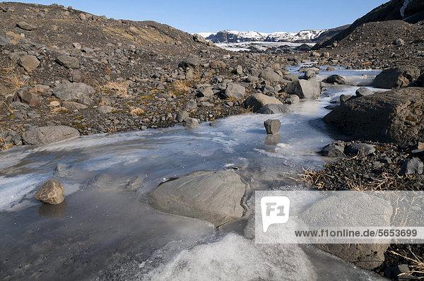 Gefrorener Bach  Gletscherzunge SÛlheimajökull  Gletscher M_rdalsjökull  Su_urland  Sudurland  Island  Europa