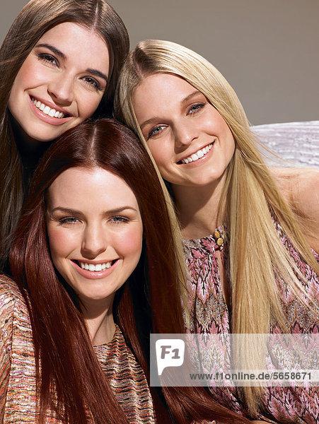 Drei Freunde mit schöne Haare
