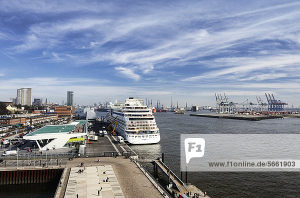 Kreuzfahrtterminal Cruise Center Altona in Hamburg  Deutschland  Europa