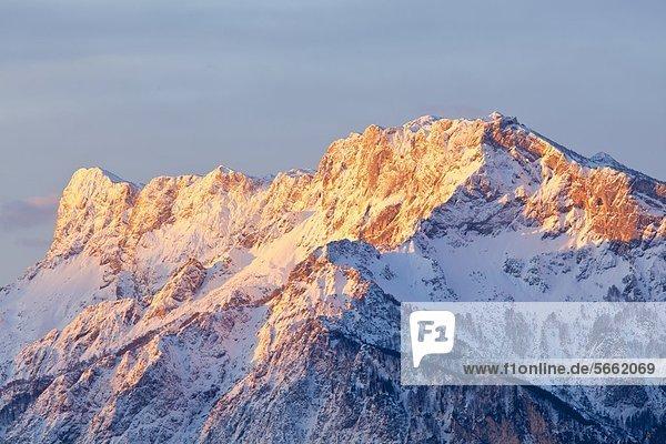 Sonnenaufgang am Untersberg  Berchtesgadener Alpen  Salzburger Land  Österreich  Europa Sonnenaufgang am Untersberg, Berchtesgadener Alpen, Salzburger Land, Österreich, Europa