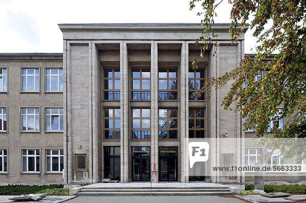 Technische Universität Ilmenau  Helmholtzbau  Ilmenau  Thüringen  Deutschland  Europa  ÖffentlicherGrund