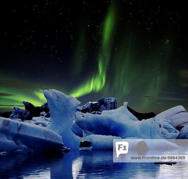 Gletschersee Jökulsarlon und Vatnajökull  Island  Europa