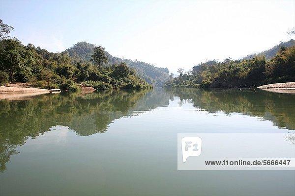 nahe Mensch Menschen Ergebnis camping Fluss Ansicht Siedlung Myanmar 200 Grenze Thailand