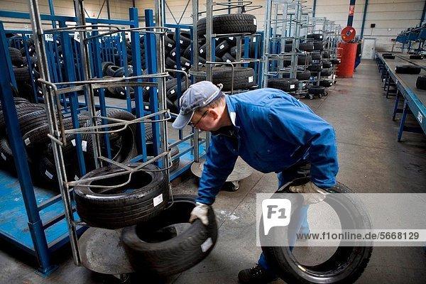 Recycling  Vielfalt  Schiff  Versorgung  schlecht  schlechter Zustand  schlechtes  schlechten  schlechte  Reifen  Autoreifen  aufbewahren  Erfolg  Niederlande  3  Ar  Kollektion  geschreddert