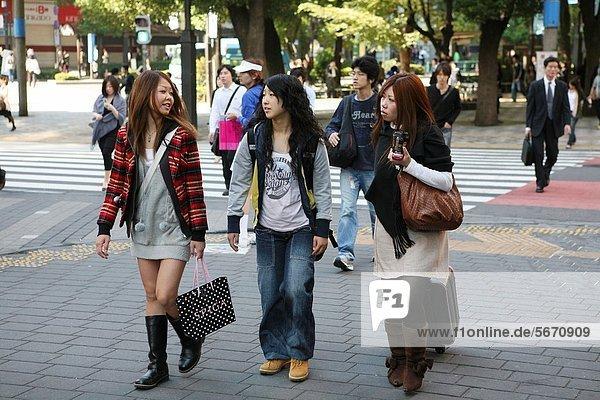 Kälte  Mensch  Lifestyle  denken  Menschen  Tradition  weiß  bizarr  Kultur  Stille  extrem  jung  Information  Anordnung  Ar  Kragen  Strömung  Kleid  Mode  Japan
