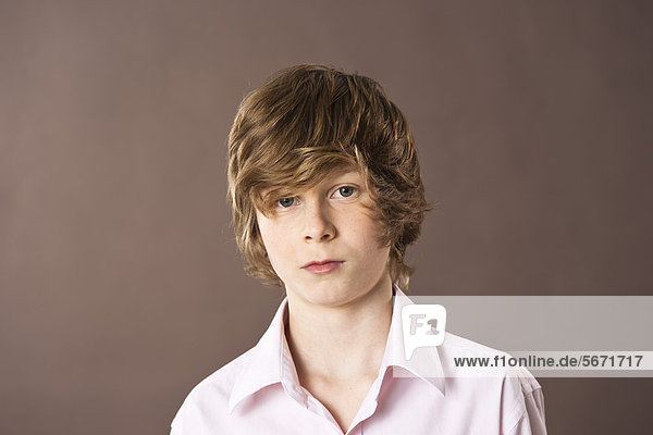 Ernster Teenager  Portrait