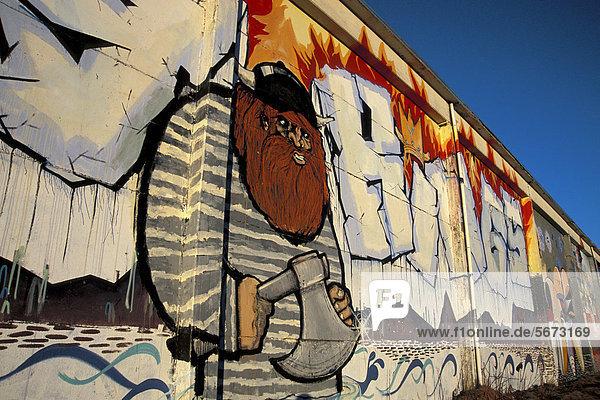 Wikinger-Grafitti auf Mauer  ReykjavÌk oder Reykajvik  Island  Europa