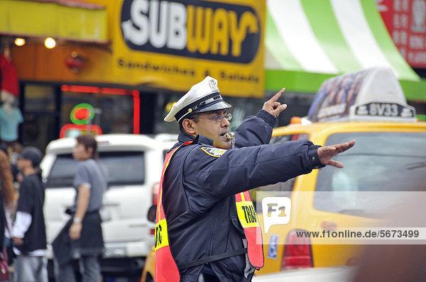 Verkehrspolizist des New York City Police Department  NYPD  Manhattan  New York City  USA  ÖffentlicherGrund