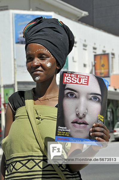 Zeitschriftenverkäuferin  Straßenverkauf  Kapstadt  Südafrika  Afrika  ÖffentlicherGrund