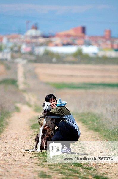 Attraktivität  Frau  umarmen  jung  Windhund  spanisch